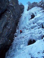 Il Pota all'attakken del nostro primo, freddissimo, tiro sul ghiaccio di Kandersteg