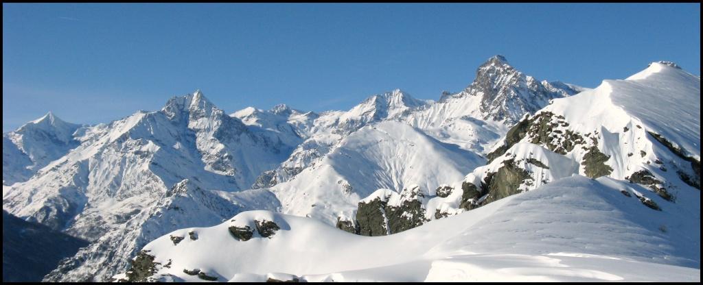 ...a Sx Rocciamelone, in centro-sx Monte Lera a dx la Bella Torre d'Ovarda...