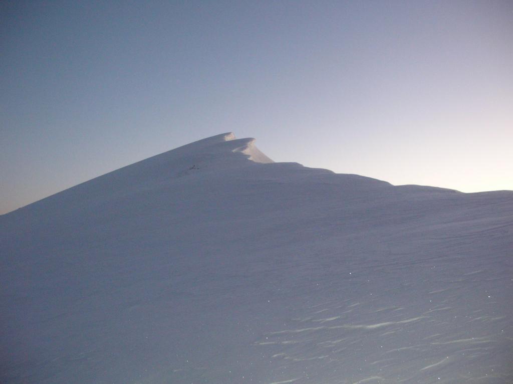 La cresta che dal Col Léche sale al Gran Pays (2726m).