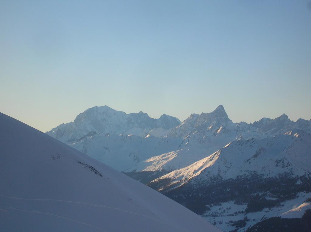 Monte Bianco e Grandes Jorasses visti dal Colle di Saint Barthelemy.