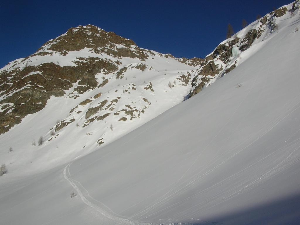 Il canalone di discesa dal Colle di Vameà (2590m) nella Comba di Verdona.