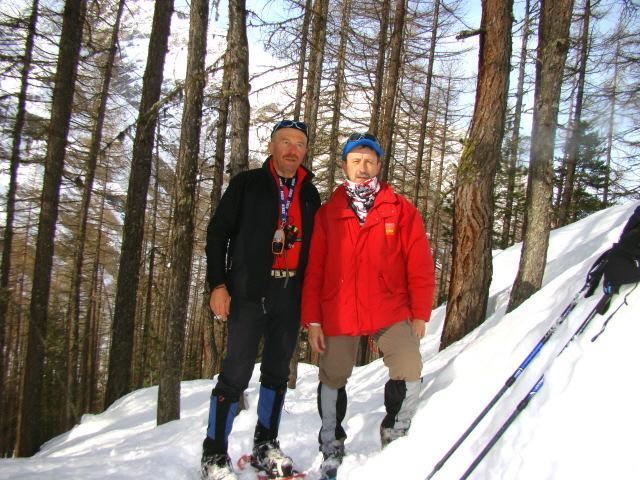 Franco e Renzo attraverso la pineta di Chanavey