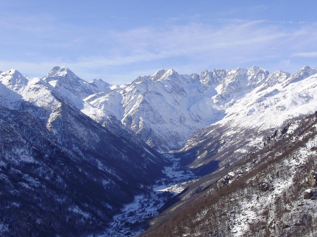 Vista sull alta val Grande(Ciamarrella a sx e Levanna a dx)