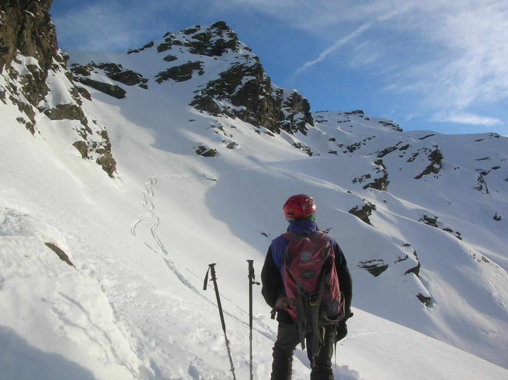 Le fasce nevose sottostanti la cresta nord del Mont Ruvi.