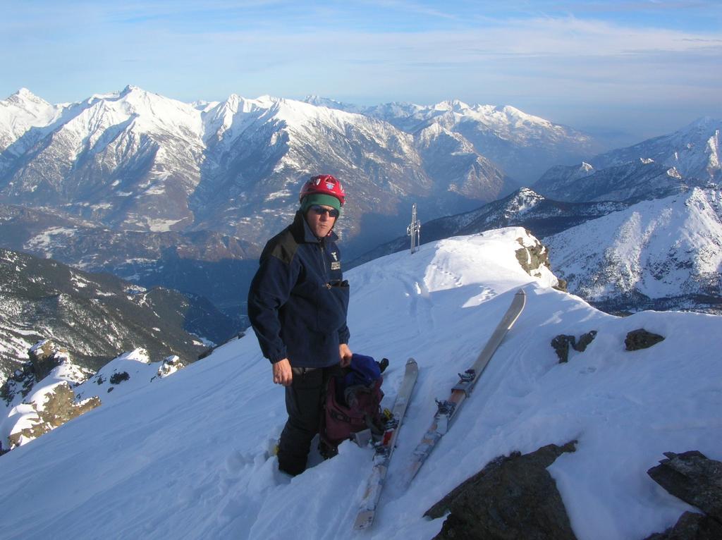 Enrico Pessiva in cima al Mont Ruvi.