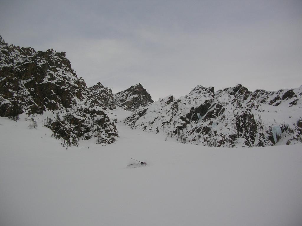 Sciatore-alpinista a terra.