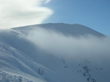 la vetta con le nebbie di oggi
