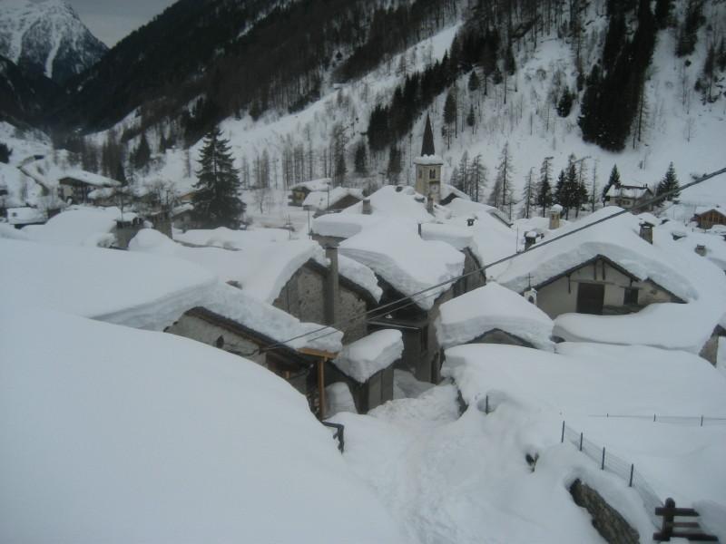 ,,,binco su bianco..., sui tetti di Carcoforo