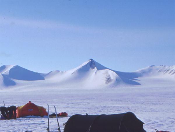 Il Mount Barbeau dal Campo Base