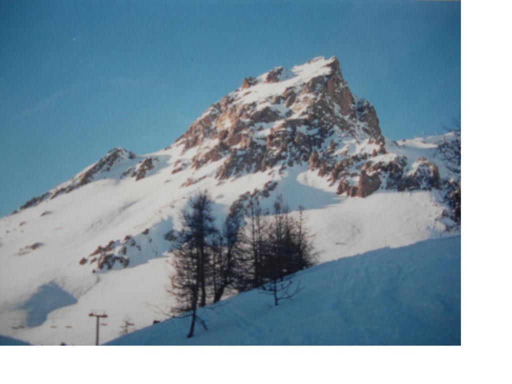 La Pointe de Neyzets salendo alla Rocher de l'Yret