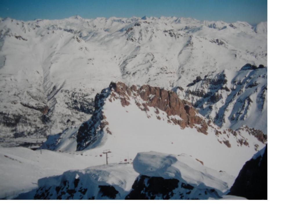 Dalla vetta si notano gli impianti sciistici di Monetier les Bains