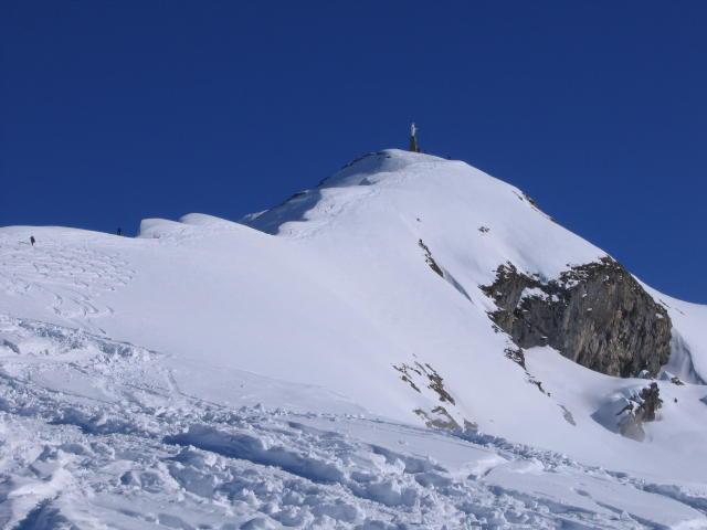 L'ultimo tratto di salita, con la cresta in condizioni eccezionali.