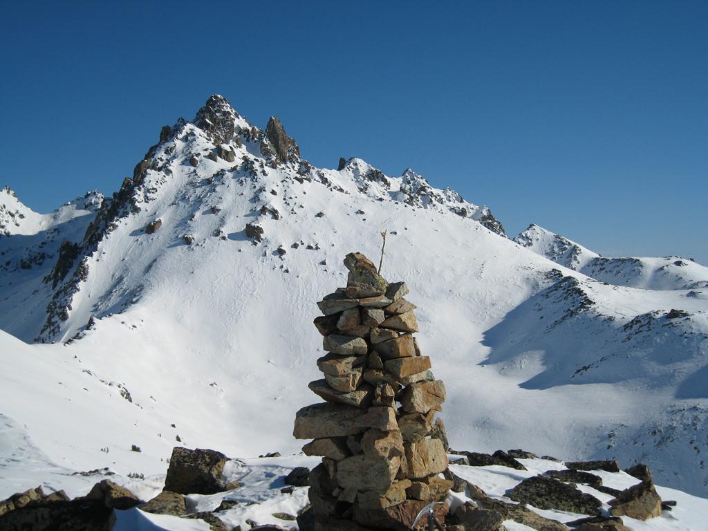 Vetta del Roccio Russo con cima delle lobbie sullo sfondo