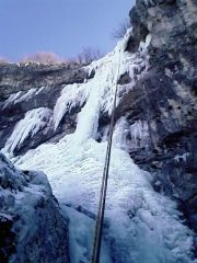 la cascata vista dal canale