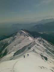 Arrivo in vetta per la cresta Sud, sullo sfondo Sapei e Rocca Sella