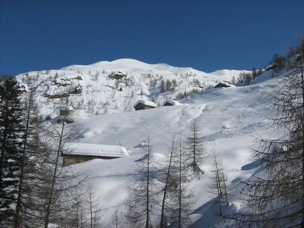 Alpe Sorbella e dietro il monte Bo' Valsesiano
