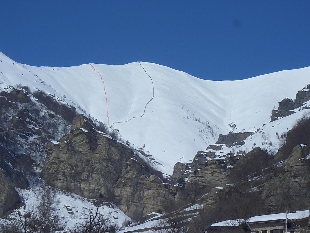 aquila versante sud. in nero l'itinerario calssico diretto dalla cima;in rosso la variante effettuata