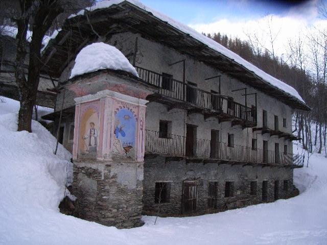 vecchie case nelle borgate di Elva