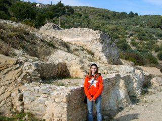 Cry tra le rovine romane