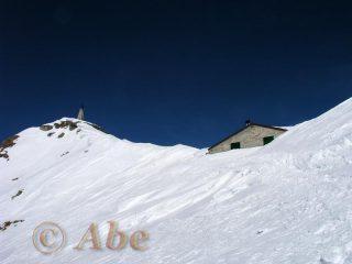 Rifugio sommerso dalla neve e Redentore