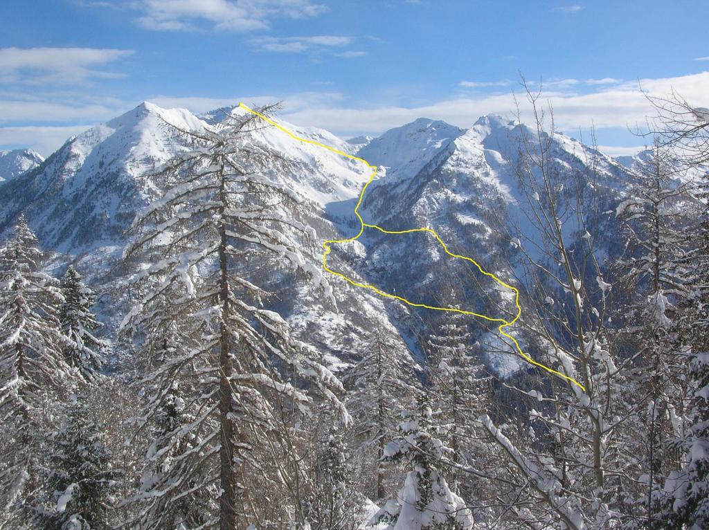 L' itinerario al Monte Cresto visto dal Vallone di Valbona.