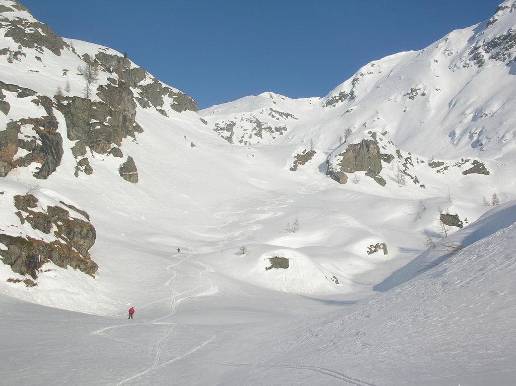 In discesa nella parte alta del Vallone di Tourisson.