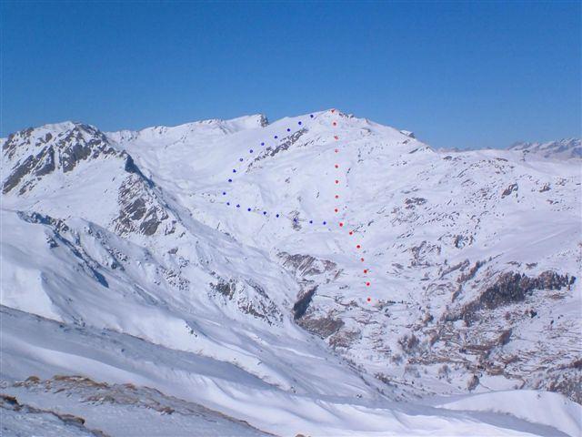 Il Tibert visto dal Monte Borel. In rosso la classica salita ed in blu la variante per il vallone del Sibolet