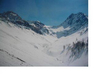 A sx la Tete de Secheron  la Guglia di Chambave e al centro il Colle Battaglione Aosta sempre dal Vallone dell'Armina
