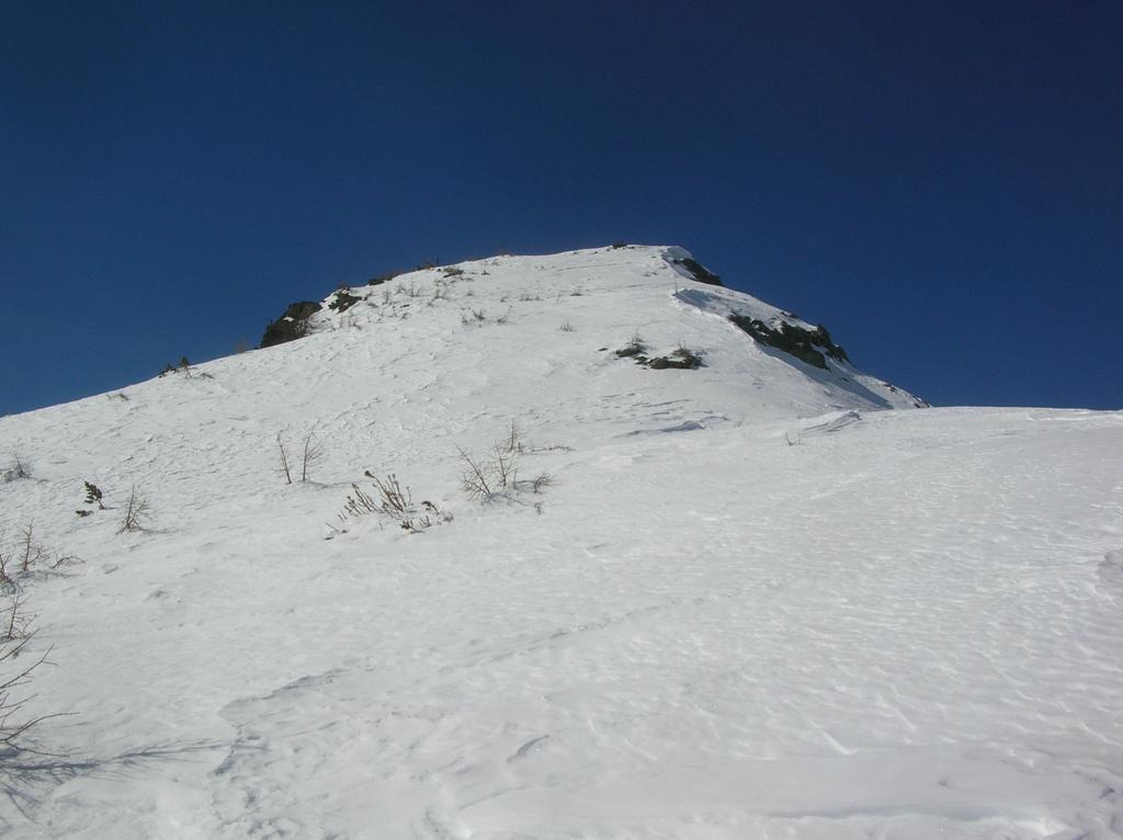Ultimo tratto della cresta sotto l' anticima.