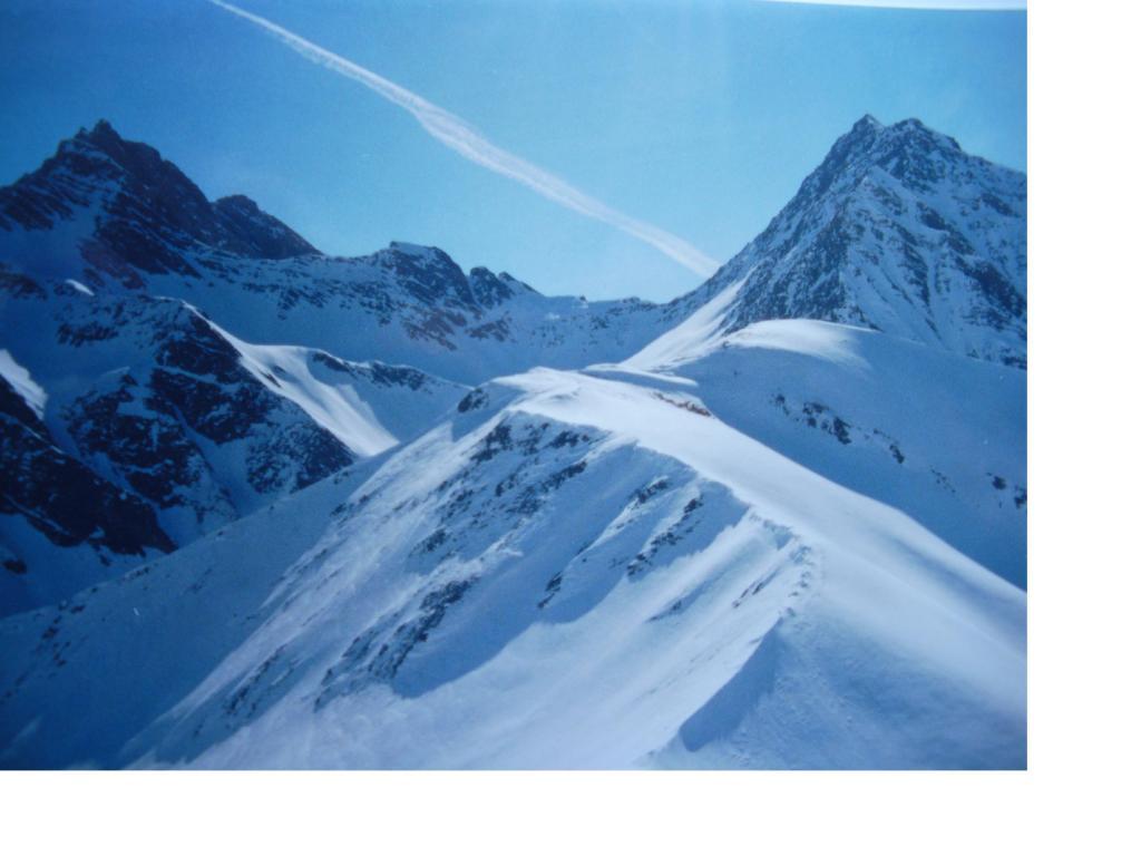 A sx la Gran Rochere sulla dx la T.del Curru' con al centro il Colle Battaglione Aosta e la T.de la Tronche visti dalla T,Bernarda