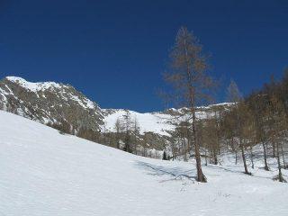 il versante di salita e la cima da quota 1700 m circa