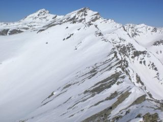 Dalla cima, in primo piano la Fiutrusa, in secondo Mongioia e Salza.