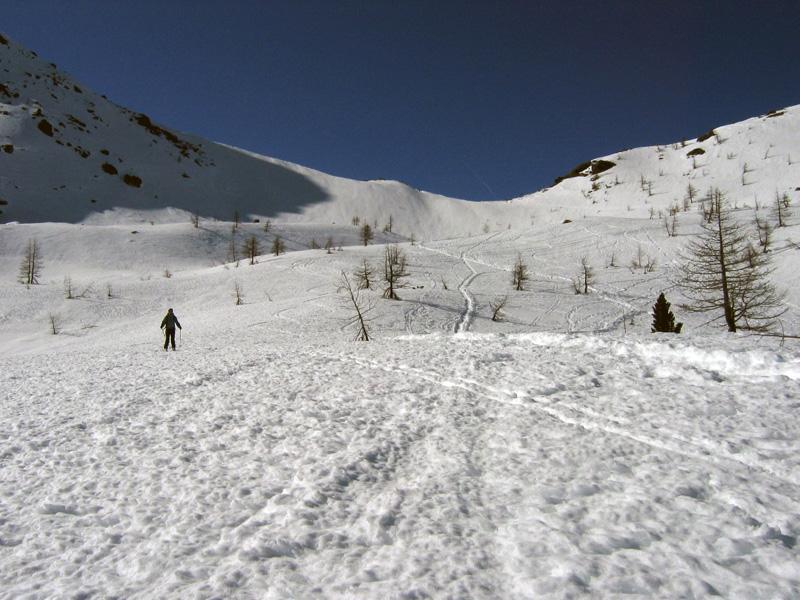 Il primo tratto dell'ultima discesa sotto il colle del Lago Bianco