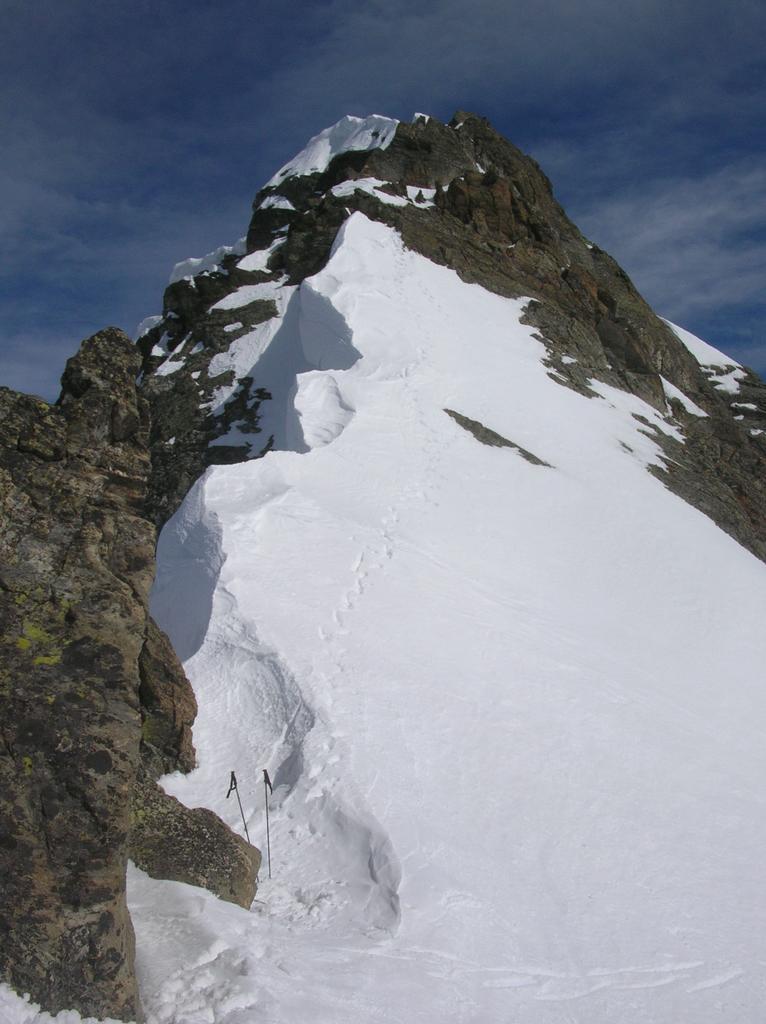 Il tratto di cresta ovest a monte del punto in cui si lasciano gli sci.