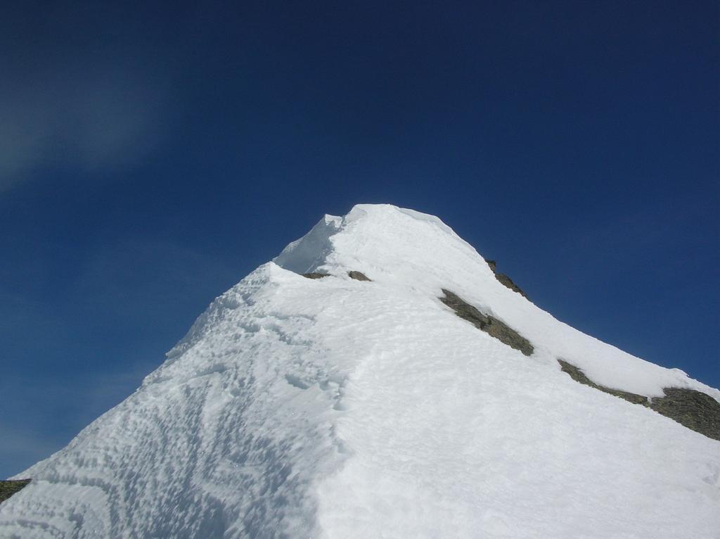 L' ultimo tratto di cresta sotto la cima.