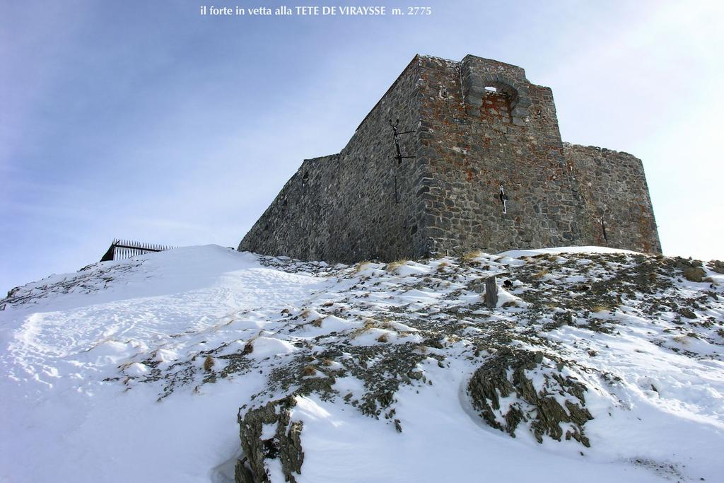 il forte collocato in vetta alla Tete de Viraysse (8-1-2006)