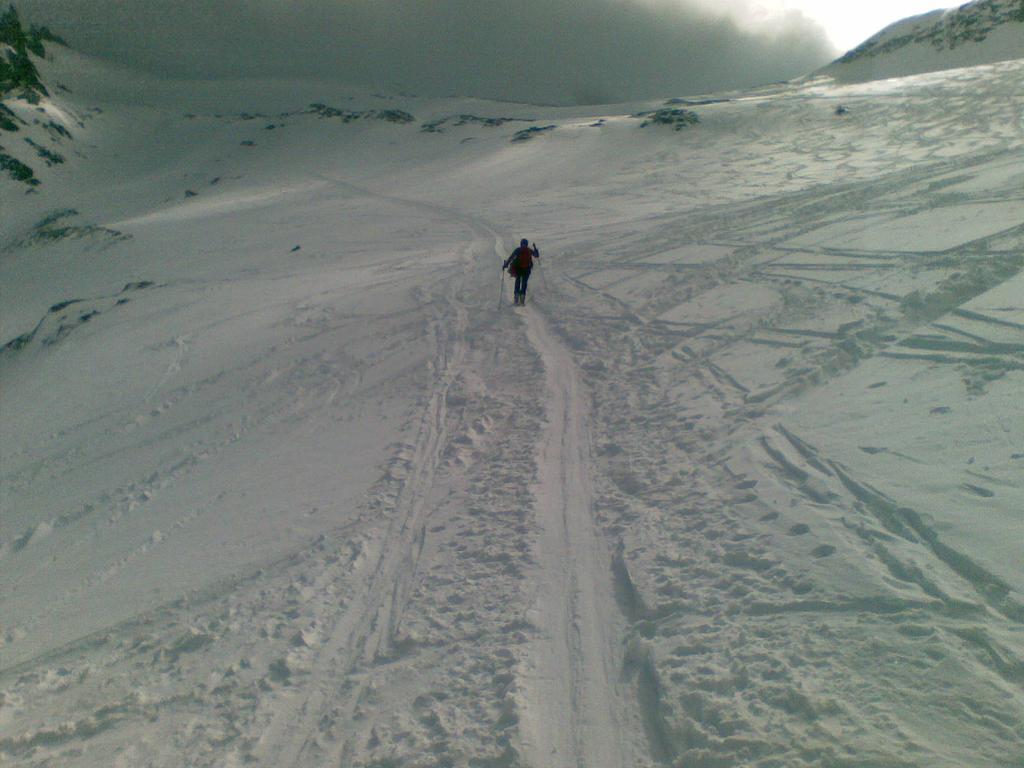 Osvaldo sale verso il colle del Breithorn