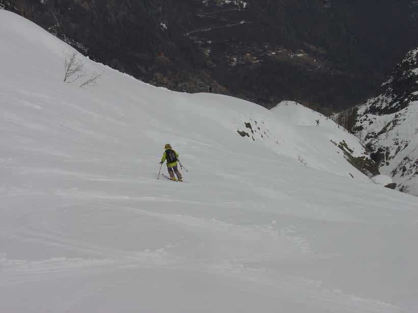 Discesa verso la dorsale che precede l'Alpe Vallonetto