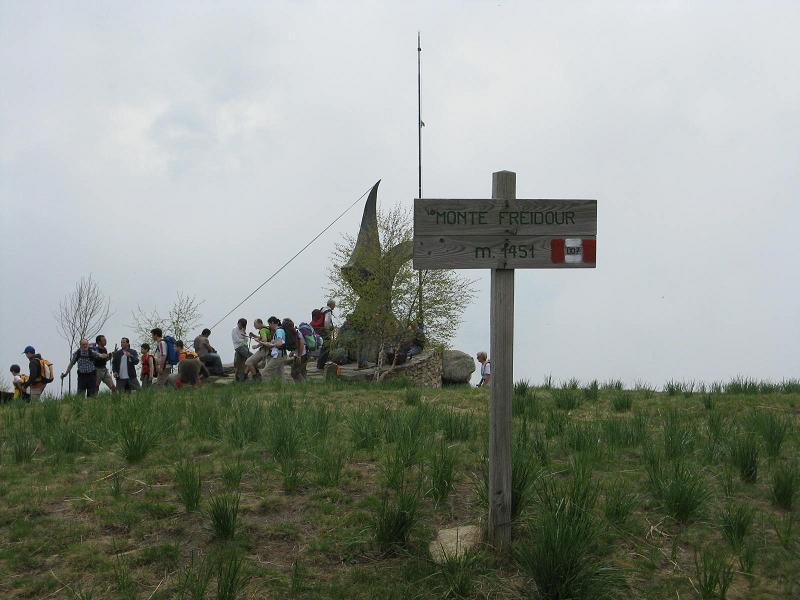 La cima con il monumento all'Aviatore
