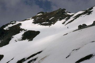 Luigi sale verso la vetta del Monte Freide (22-4-2007)