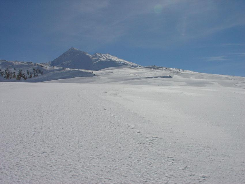 Salendo al Signal du Petit Mont Cenis in secondo piano