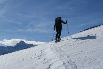 E dietro l'Emilius   I   Le Mont Emilius en arrière   I   Mount Emilius in the background   I   Und hinten der Emilius   I   Y detrás el Monte Emilius