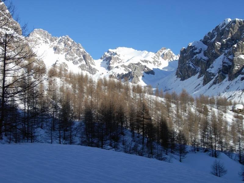 Poco prima di Prato Ciorliero, la vista spazia sull'Auto Vallonasso (ben carico)