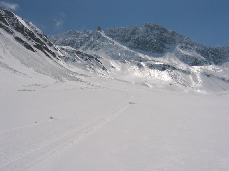 La neve ormai pucciosa a mezzogiorno nel vallone di Malatrà