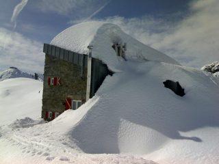 Gastaldi sepolto dalla neve (finestre 1° piano)