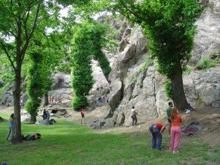 contrasto roccia/prato