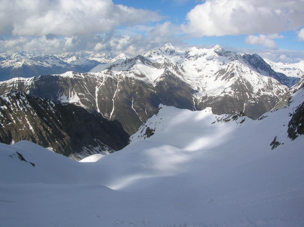 Sulla destra il colletto dove avremmo dovuto scavalcare la cresta est della Grivoletta...