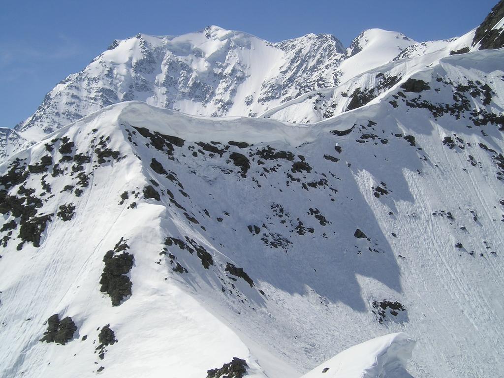 Oltre la grossa cornice la parete Nord del Fletschorn