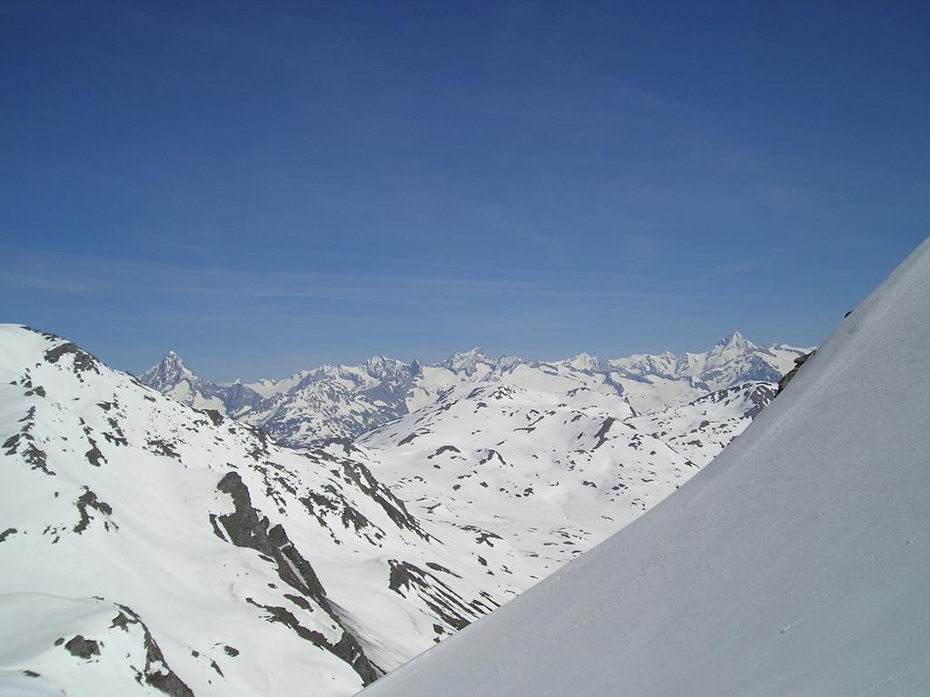 Salendo uno sguardo verso l'Oberland