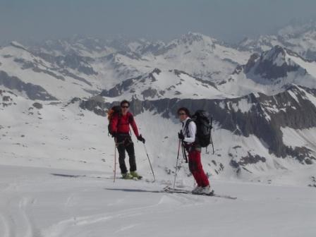federico e nicoletta in discesa sul ghiacciaio del Basodino
